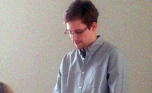 Photo fournie par l'ONG Human Rights Watch (HRW) de l'ancien consultant américain Edward Snowden, le 12 juillet 2013 à l'aéroport de Moscou-Cheremetievo