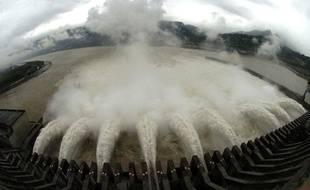 Le système de contrôle des crues du barrage des Trois Gorges en Chine, en juin 2007.