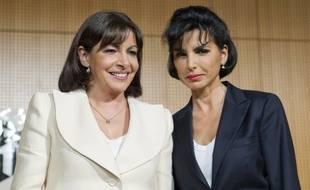Anne Hidalgo et Rachida Dati débattent dans un amphithéâtre de Sciences po Paris à l'approche des municipales, le 17 avril 2013.