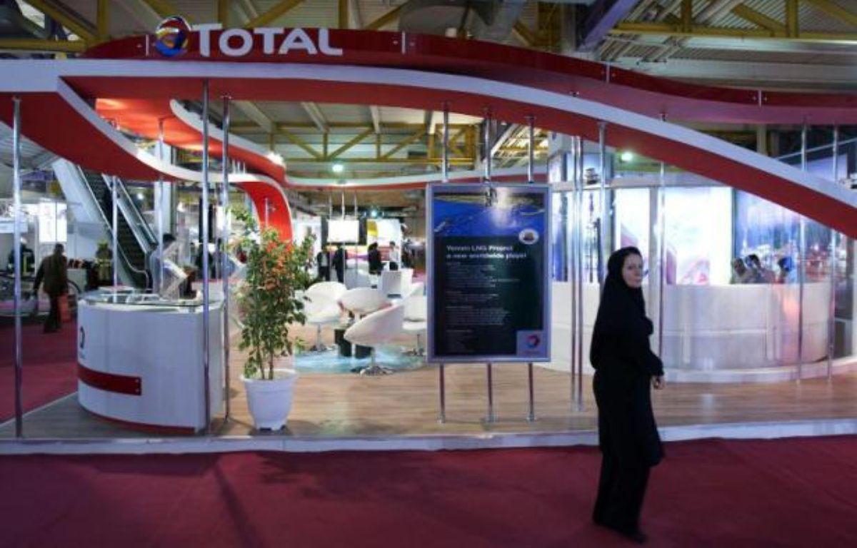Le stand de Total dans un salon annuel consacré au gaz et à la pétrochimie à Téhéran, le 22 avril 2010 –  AFP