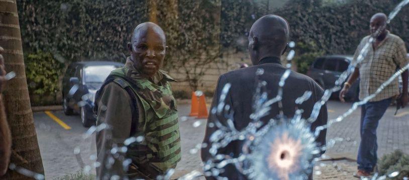 Deux impacts de balle photographiés après l'attaque à Nairobi au Kenya, le 15 janvier 2019.