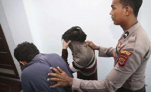 Un tribunal islamique de la province d'Aceh (Indonésie) a condamné le 17 mai 2017 deux hommes à des dizaines de coups de canne en public pour des relations homosexuelles.