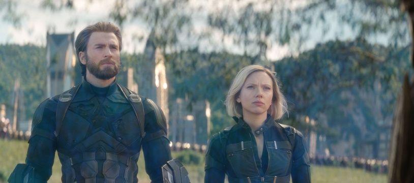 Les acteurs Chris Evans et Scarlett Johansson dans une scène du film