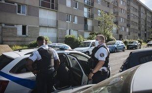 Des policiers en intervention en banlieue parisienne (illustration / AP Photo/Lewis Joly)