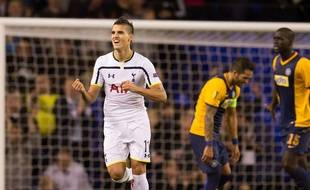 Erik Lamela a inscrit un magnifique but en coup du foulard lors de Tottenham-Asteras Tripoli, le 22 octobre 2014.