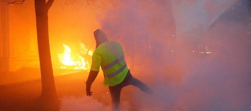 La manifestation des «gilets jaunes» du 2 décembre 2018 a été marquée par de très nombreuses violences à Paris.