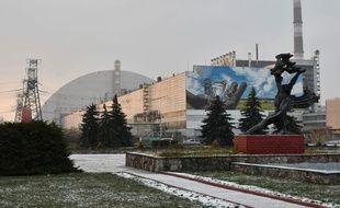 Voici le sarcophage entourant la zone de protection autour de la centrale nucléaire de Tchernobyl.