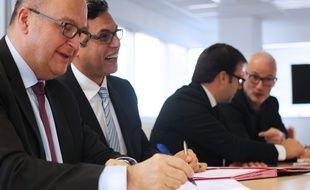 Loïc Rolland (à gauche), directeur de la caisse des dépôts de Bretagne s'est engagé le 22 novembre 2016 avec Karim Essemiani, fondateur de la plateforme GwenneG.