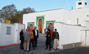 L'attaque contre la mosquée de Bayonne a fait deux blessés graves.