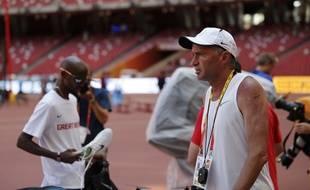L'entraîneur Alberto Salazar, ici avec Mo Farah lors des Mondiaux 2015, a été suspendu pour incitation au dopage.
