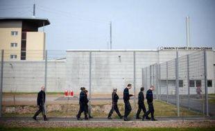 (En prison, sida, hépatites, troubles mentaux, tuberculose, addictions sont plus répandues qu'à l'extérieur, et le taux de suicides multiplié par six: les ministères de la Santé et de la Justice ont présenté jeudi un plan de 300 millions d'euros pour améliorer la santé des détenus.