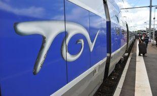 Illustration Transports Vie quotidienne TGV. Illsutration trace de la nouvelle LGV Sud Ouest. Train a Grande Vitese en gare de Toulouse Matabiau.