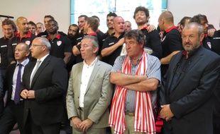 De gauche à droite, Dany Wattebled, vice-président aux Sports à Lille Métropole, Damien castelain, président de Lille Métropole, Stéphane Desreumaux, vice-président du LMR, Jean-Paul Luciani, président du LMR et Jean-Louis Leblon, président de l'association LMR.