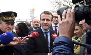 Emmanuel Macron en visite le 6 avril 2016 chez Procter & Gamble à Amiens