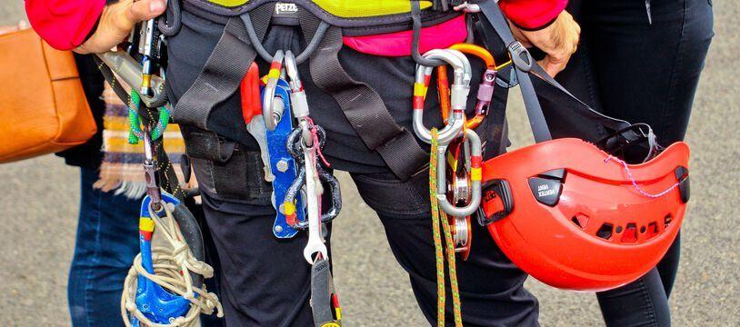 Un pompier d'un Groupe de reconnaissance et d'intervention en milieu périlleux (Grimp). Illustration.