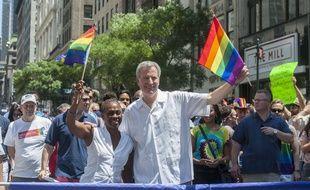 Le maire de New York Bill Blasio aux côtés de son épouse lors de la Gay pride le 25 juin 2017.