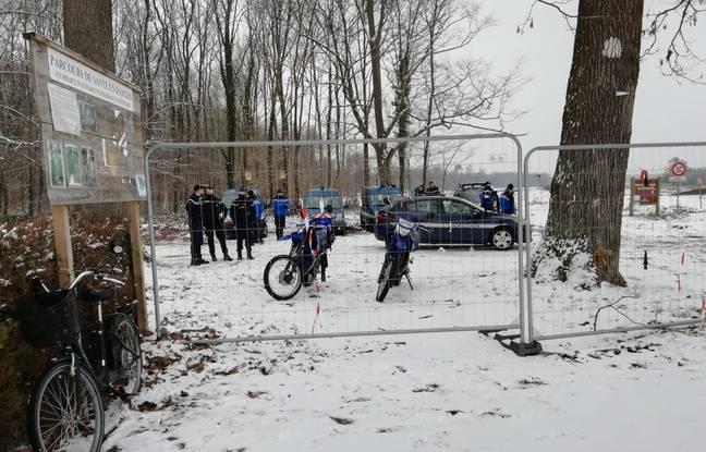 Des gendarmes sont équipés de moto pour chasser, si besoin, des opposants qui décideraient de pénétrer dans la forêt du Krittwald à Vendenheim pour tenter de perturber le chantier de la future autoroute.