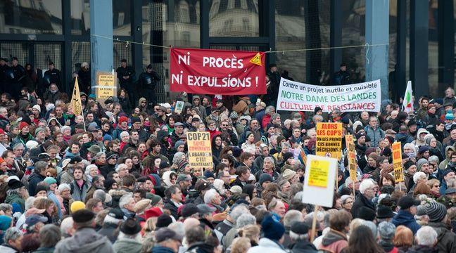 Près de 3000 manifestants ont crié leur colère devant le palais de justice de Nantes le 13 janvier. – SIPA
