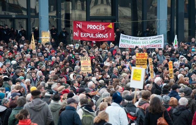 Près de 3000 manifestants ont crié leur colère devant le palais de justice de Nantes le 13 janvier.