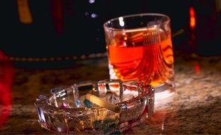 Manger moins avant une soirée pour mieux s'enivrer...L'alcoolorexie, comportement dangereux, fait du chemin. Le phénomène a été étudié chez les étudiantes américaines, britanniques ou australiennes, mais semblent toucher d'autres populations.