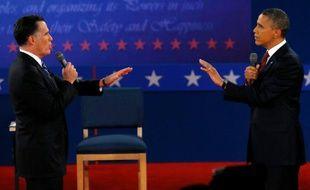 Mitt Romney face à Barack Obama lors du second débat présidentiel, le 16 octobre 2012.
