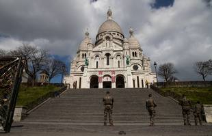 La basilique du Sacré-Cœur de Montmartre, le 31 mars 2020, à Paris, lors du premier confinement.