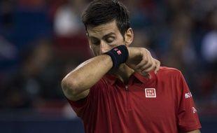 Novak Djokovic frustré comme jamais en demi-finale du Masters 1000 de Shanghai, le 15 octobre 2016.