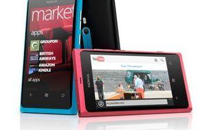 Le Nokia Lumia 800.