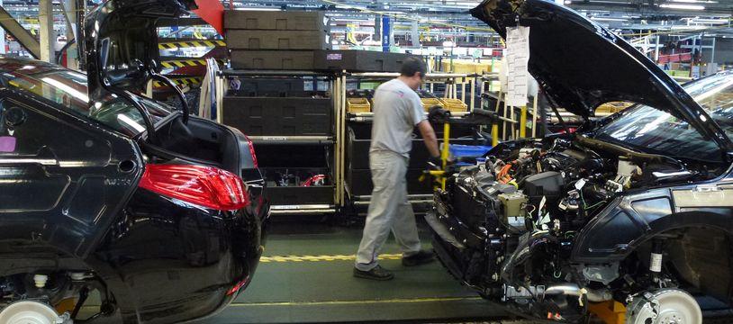 Environ 3.700 salariés travaillent à l'usine PSA de la Janais, contre près de 10.000 en 2000.
