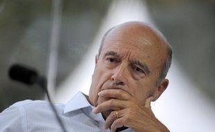 """Alain Juppé, ancien ministre UMP des Affaires étrangères, a estimé dimanche qu'il fallait """"envisager de se passer d'un feu vert des Nations unies"""" s'il y avait en Syrie """"un risque de prolifération d'armes chimiques""""."""