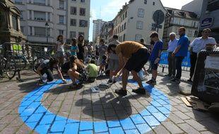 Opération pour les enfants organisée avec l'Unicef et associations locales rue du jeu des enfants à Strasbourg le 31 mai 2017.