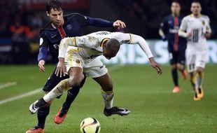 Djibril Sidibé (Lille) à la lutte avec Benjamin Stambouli (PSG) le 12 février 2016 (0-0)