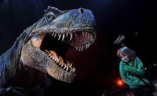 Une réplique articulée de T-Rex est présentée à l'O2 Arena à Londres lors du lancement du spectacle «Walking with Dinosaurs», le 18 mars 2009.