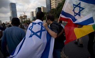 Des Israéliens d'origine éthiopienne manifestent contre le racisme et les violences policières à l'égard de leur communauté à Tel Aviv, le dimanche 3 mai.