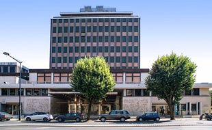 La tour Wilson, sur les boulevards à Bordeaux, abrite depuis 1978 le siège du Crédit Agricole Aquitaine.