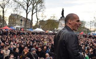 L'ancien ministre des Finances grec, Yanis Varoufakis, s'exprime lors de la #NuitDebout du samedi 16 avril 2016, place de la République à  Paris.
