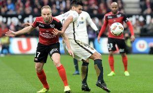 Étienne Didot, ici avec Guingamp contre Monaco en 2017, est aujourd'hui le deuxième joueur en exercice le plus capé de L1.