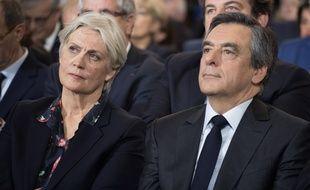 Les soutiens de François Fillon se mobilisent (maladroitement) dans l'affaire Penelope