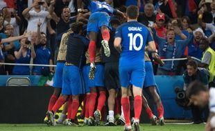 Les Bleus fêtent un but contre l'Albanie le 15 juin 2016.