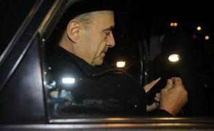 Principal revenant, l'ancien Premier ministre de Jacques Chirac, Alain Juppé, devient ministre de la Défense, assorti du titre de ministre d'Etat. Michèle Alliot-Marie garde ce rang en passant de la Justice à un autre ministère régalien, les Affaires étrangères.