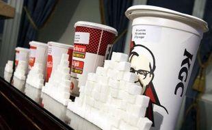 Des gobelets XXL de soda, avec celui de KFC approchant les 2L, pour plus de 200g de sucre.