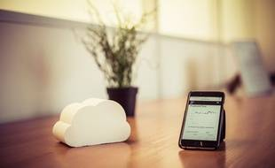 Couplé à un smartphone, le capteur traque la pollution intérieure.