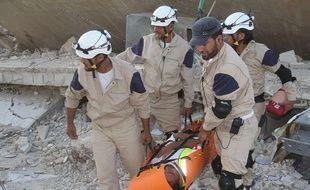 Des casques blancs s'entraînent en août 2014 dans la province d'Idlib, dans le nord de la Syrie.