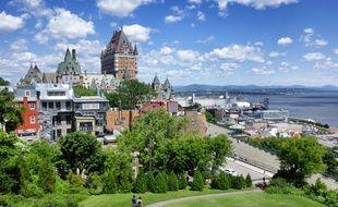 Monument le plus célèbre du Canada, le château Frontenac domine la ville de Québec et le fleuve Saint-Laurent.