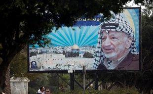 La direction palestinienne était sous pression jeudi pour saisir la justice internationale de la mort de Yasser Arafat après la publication d'un rapport médical confortant la thèse d'un empoisonnement, une voie semée d'obstacles politiques et juridiques.