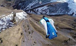 Photo d'illustration d'un vol en wingsuit.