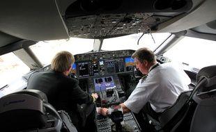 Vue d'un cockpit d'avion de ligne.