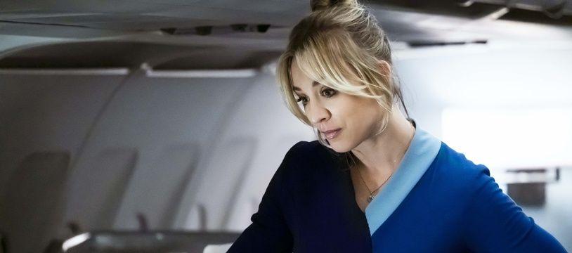 Kaley Cuoco joue une hôtesse de l'air dans « The Flight Attendant ».