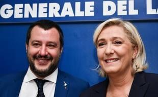 Le ministre de l'Intérieur italien, Matteo Salvini et la leader du Rassemblement national (RN) français, Marine Le Pen, le 8 octobre 2018 à Rome.