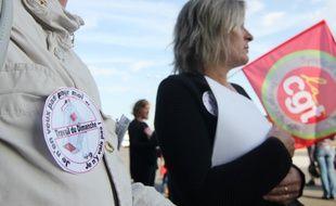 Des salariées du magasin Cora de Pacé manifestent contre l'ouverture de l'hypermarché le dimanche.